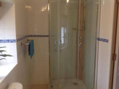 Bedroom 2 en-suite shower
