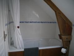 Le Noyer maine bathroom